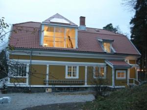 Maler Erik Wærenskiolds gamle atelie har fått nye vinduer slik det opprinnelig så ut